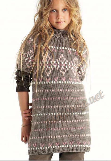 Серое вязаное платье с