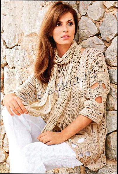 красивый шарф и пуловер.
